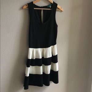 Fit and Flare perfect brunch/summer/spring dress!